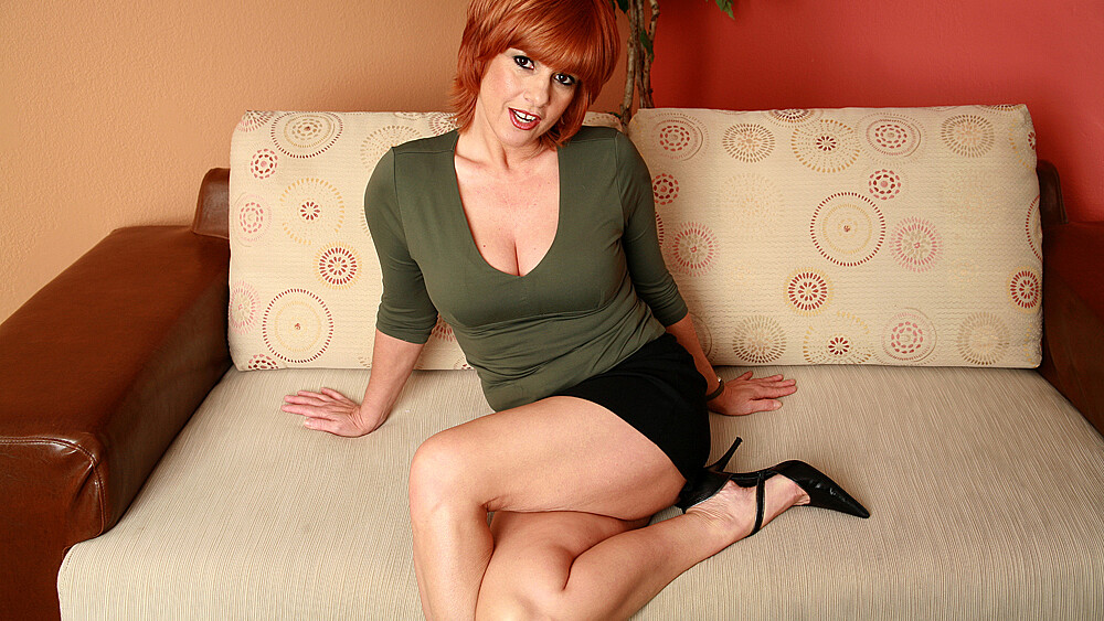 Red head MILF Calliste fucking in the couch with her big ass