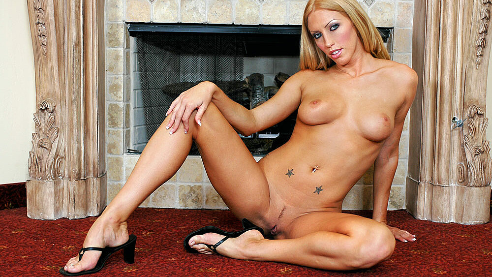 Cassie Young fucking in the living room with her piercings