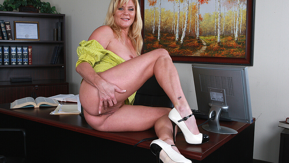 Ginger Lynn fucking in the couch with her big tits