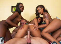Skin Diamond , Leilani Leeane, Ana Foxxx & Johnny Sins in 2 Chicks Same Time - Centerfold