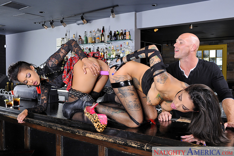 Skin diamond and bonnie rotten anal orgy
