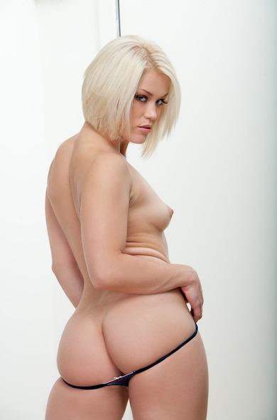 Pornstar Ash Hollywood