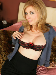 Nina Hartley & Chris Cannon in Diary of a Milf - Centerfold