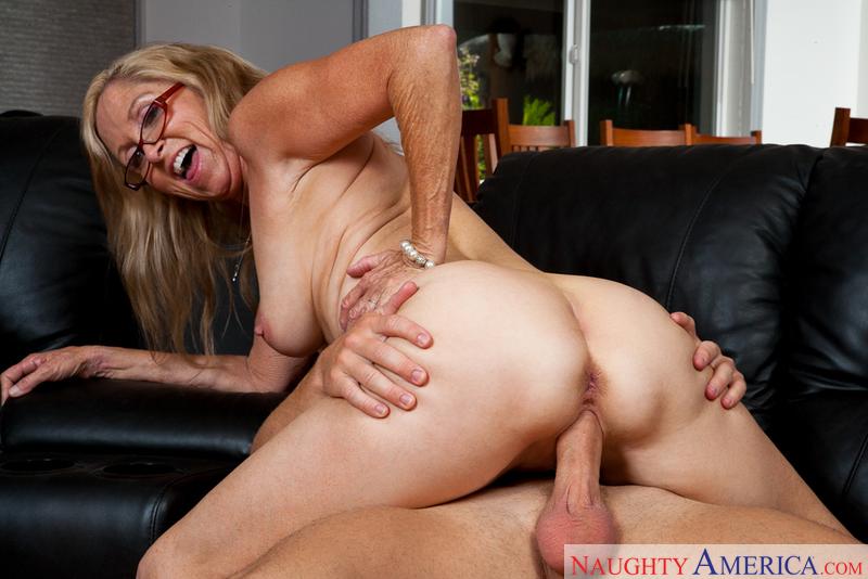 Porn star Annabelle Brady fucking hard