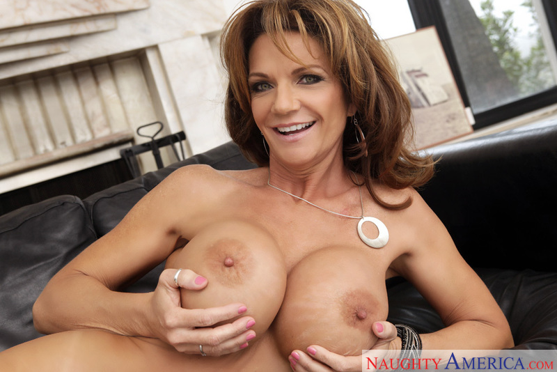 Deauxma my first blowjob from mommy