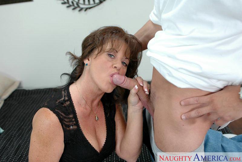 Porn star Mrs. De'Bella fucking hard
