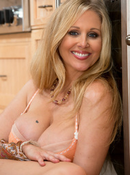 Julia Ann & Alan Stafford in My Friends Hot Mom - Centerfold