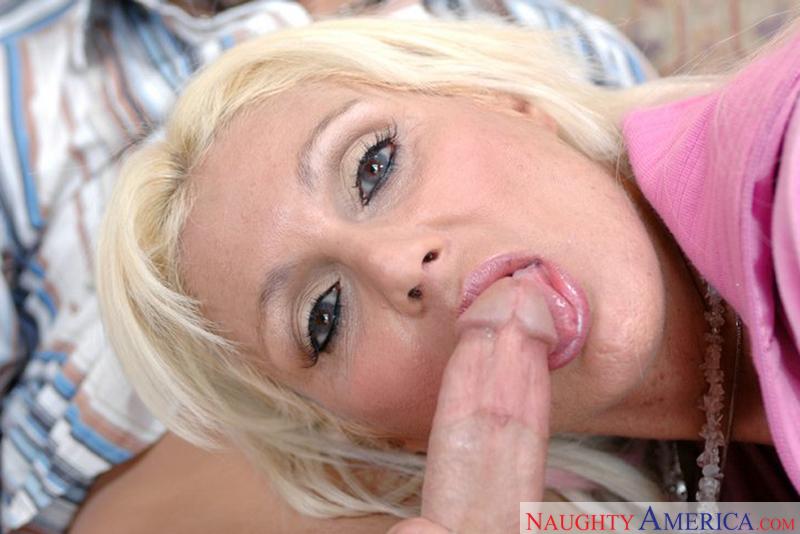 Porn star Mrs. Kupcakes fucking hard