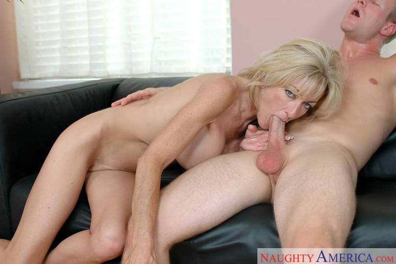 yummy porn en topless