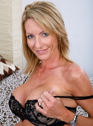 Emma Starr & Alan Stafford in My Friends Hot Mom - Centerfold
