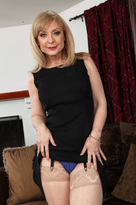 Nina Hartley & Daniel Hunter in My Friends Hot Mom  - Centerfold