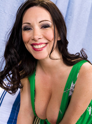 Rayveness & Jenner in My Friends Hot Mom - Centerfold