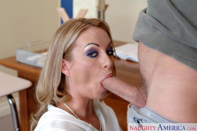 Porn star Mrs. Aline fucking hard