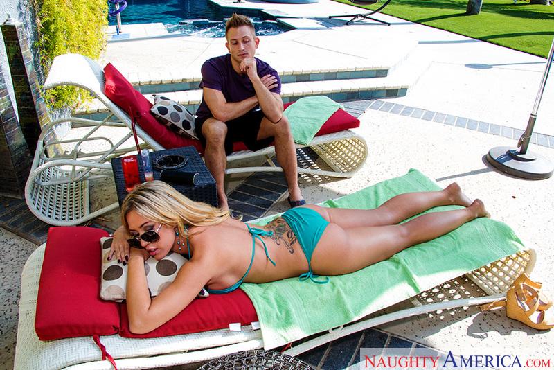 Porn star Capri Cavanni fucking hard