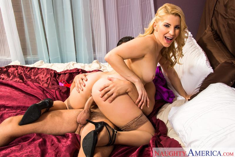 Ashley Fires & Seth Gamble In Dirty Wives Club