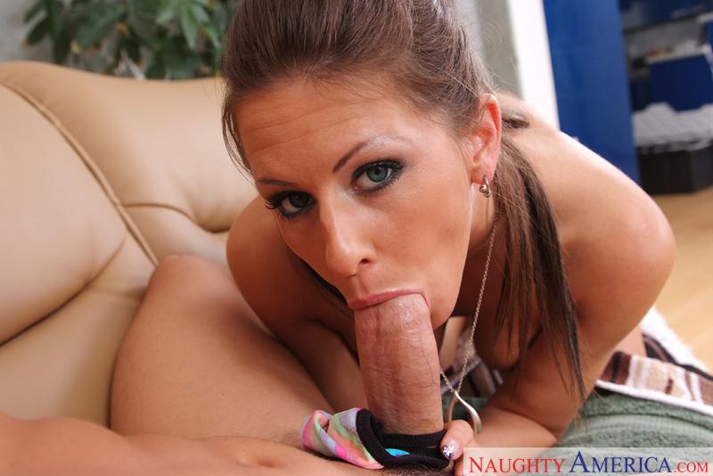 Porn star Rachel Roxxx fucking hard