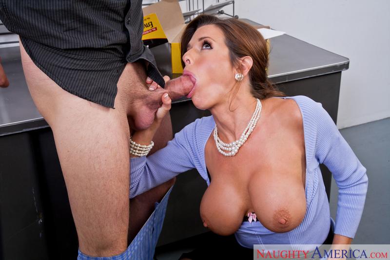 Porn star Veronica Avluv fucking hard