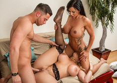Jewels Jade, Alura Jenson & Seth Gamble in Seduced by a Cougar