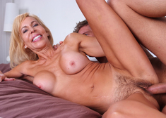 Erica Lauren & Danny Wylde in Seduced by a cougar - Centerfold