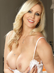 Julia Ann & Danny Mountain in Seduced by a cougar - Centerfold