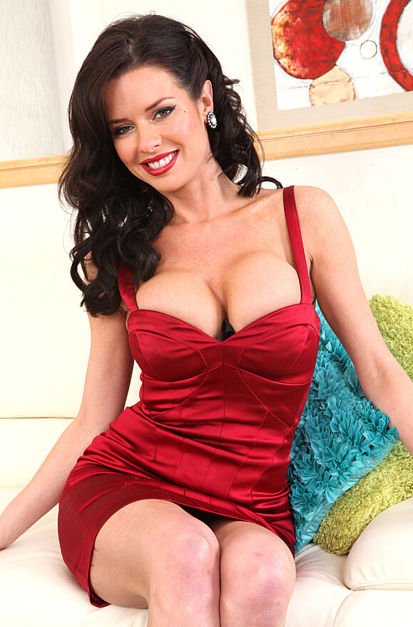 Veronica Avluv - xxx pornstar in many POV & Girlfriend & Cougar videos