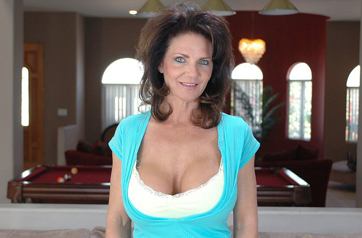 Watch Deauxma and Alex Sanders video in Diary of a Milf