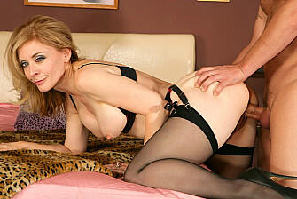 Nina Hartley fucking in the bedroom with her tits - Blowjob