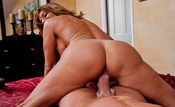 Mature Tara Holiday fucking in the bedroom with her tits - Sex Position #10