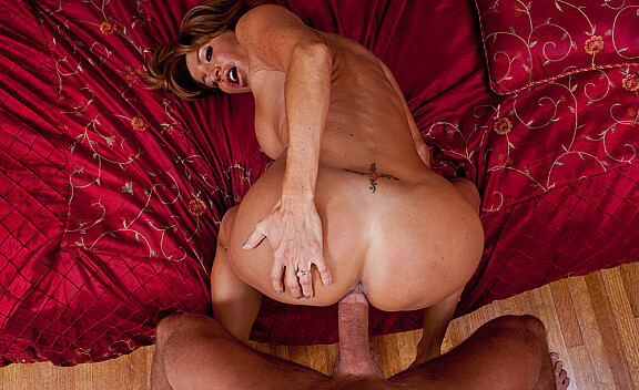 Mature Tara Holiday fucking in the bedroom with her tits - Sex Position #12