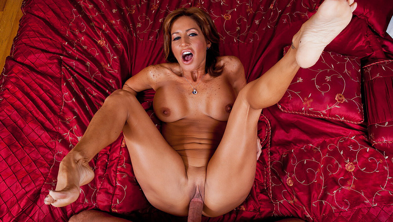 Mature Tara Holiday fucking in the bedroom with her tits
