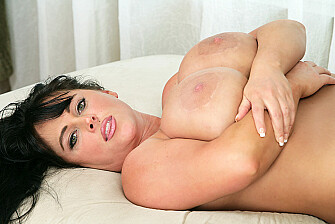 Indianna Jaymes fucking in the couch with her green eyes - May 7, 2013 - picture 2