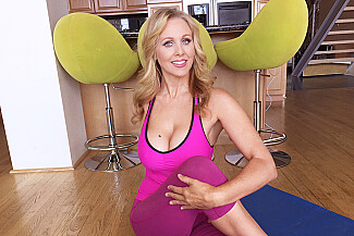 Julia Ann fucking in the living room with her tits vr porn - Sex Position 4