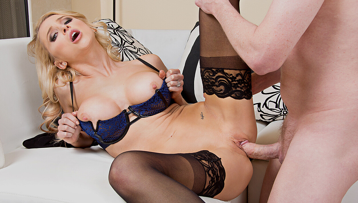 Blonde Alix Lynx fucking in the couch with her lingerie