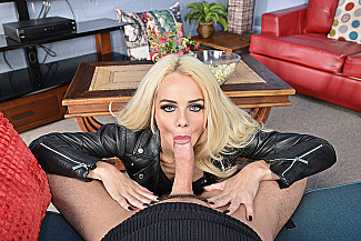 Elsa Jean fucking in the floor with her piercings vr porn - Sex Position 2