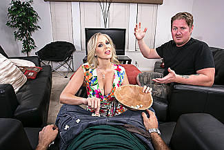 Julia Ann fucking in the bed with her tits vr porn - Sex Position 2