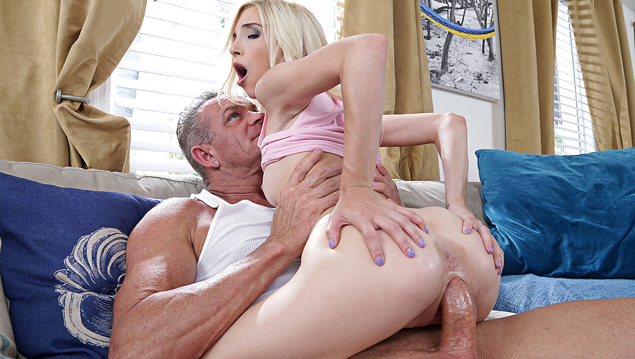 Piper Perri fucking in the living room with her natural tits