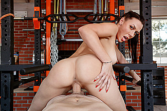 Rachel Starr fucking in the gym with her tits - Sex Position 4