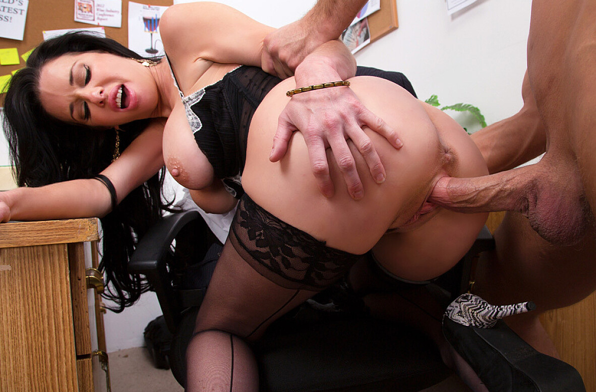 Watch Veronica Avluv and Bill Bailey video in Naughty Office