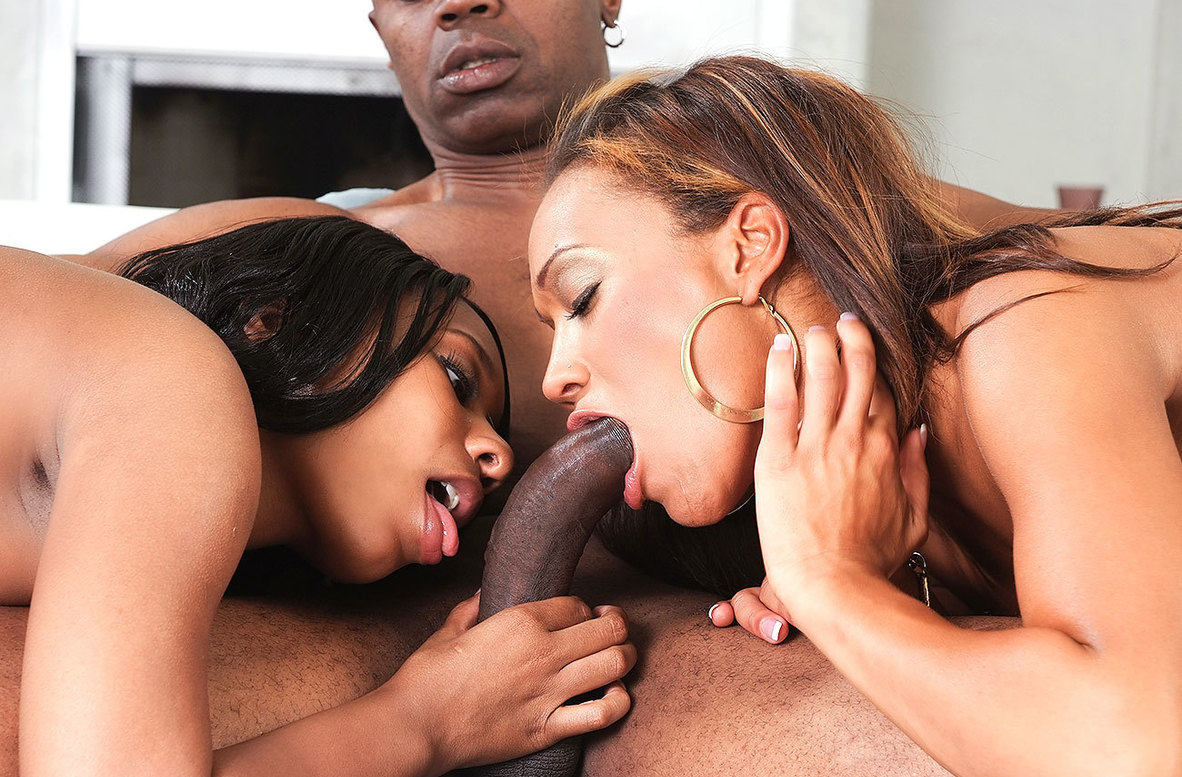 Watch Cassidy Clay, Rane Revere and Sean Michaels American video in 2 Chicks Same Time