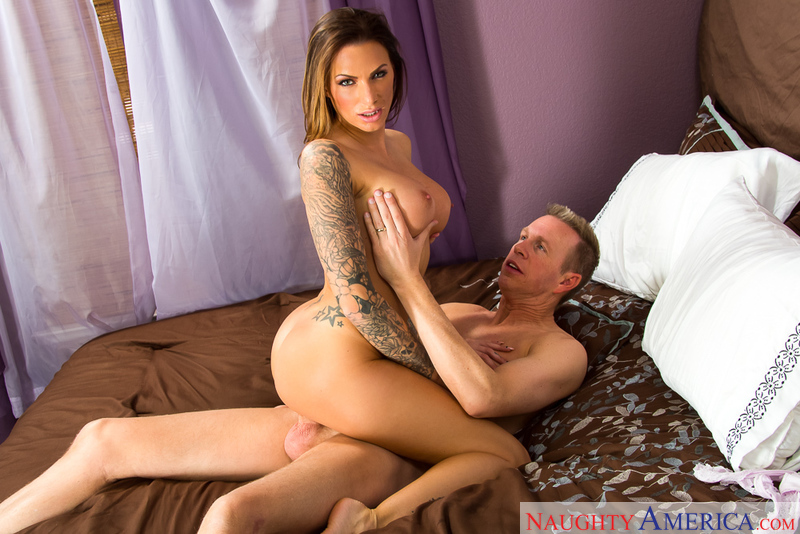 Tenant Juelz Ventura fucking in the hallway with her tattoos - Sex Position 3