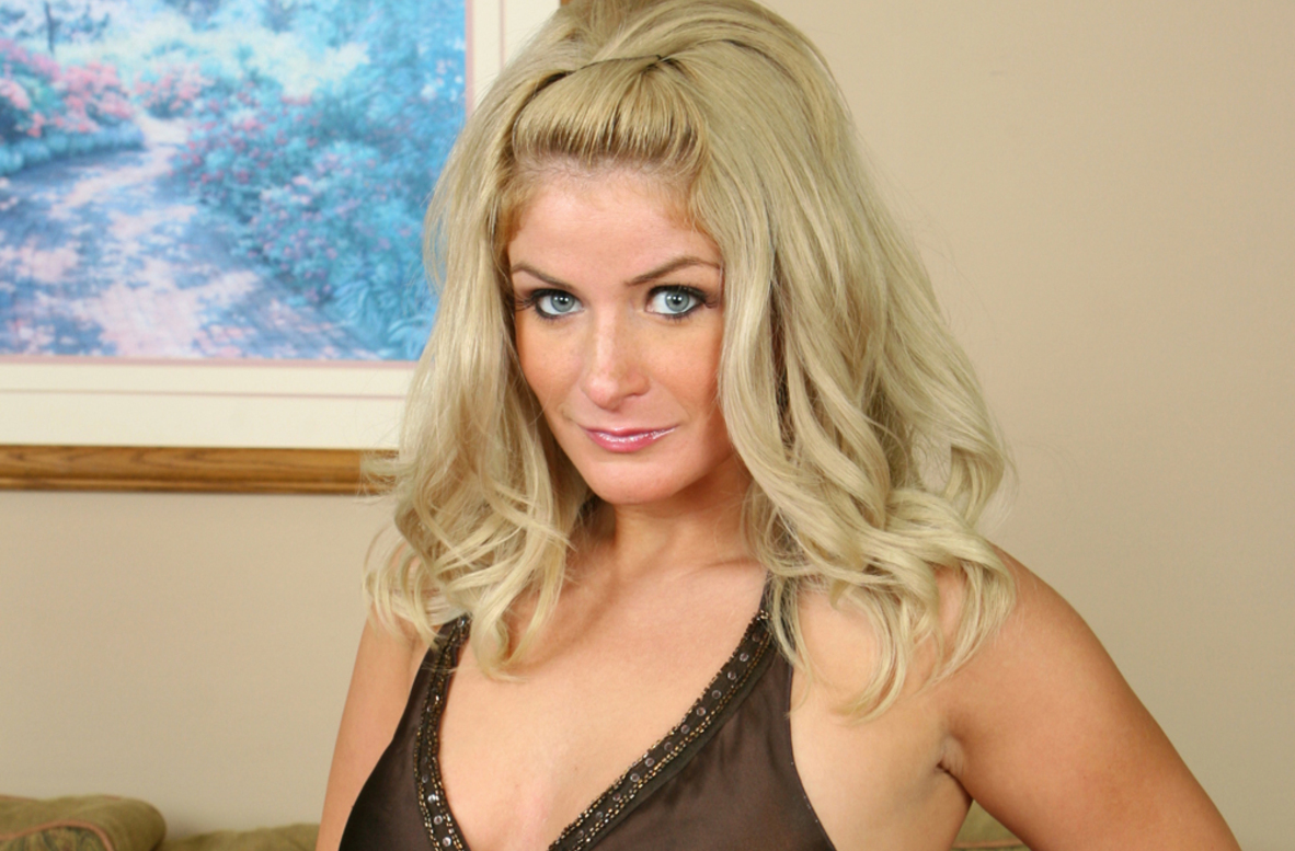 Watch Cali Chase and Brad Hardy video in Diary of a Milf