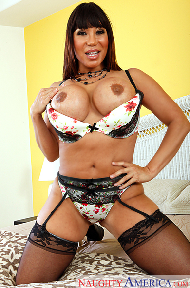 Ava Devine fucking in the bedroom with her tits