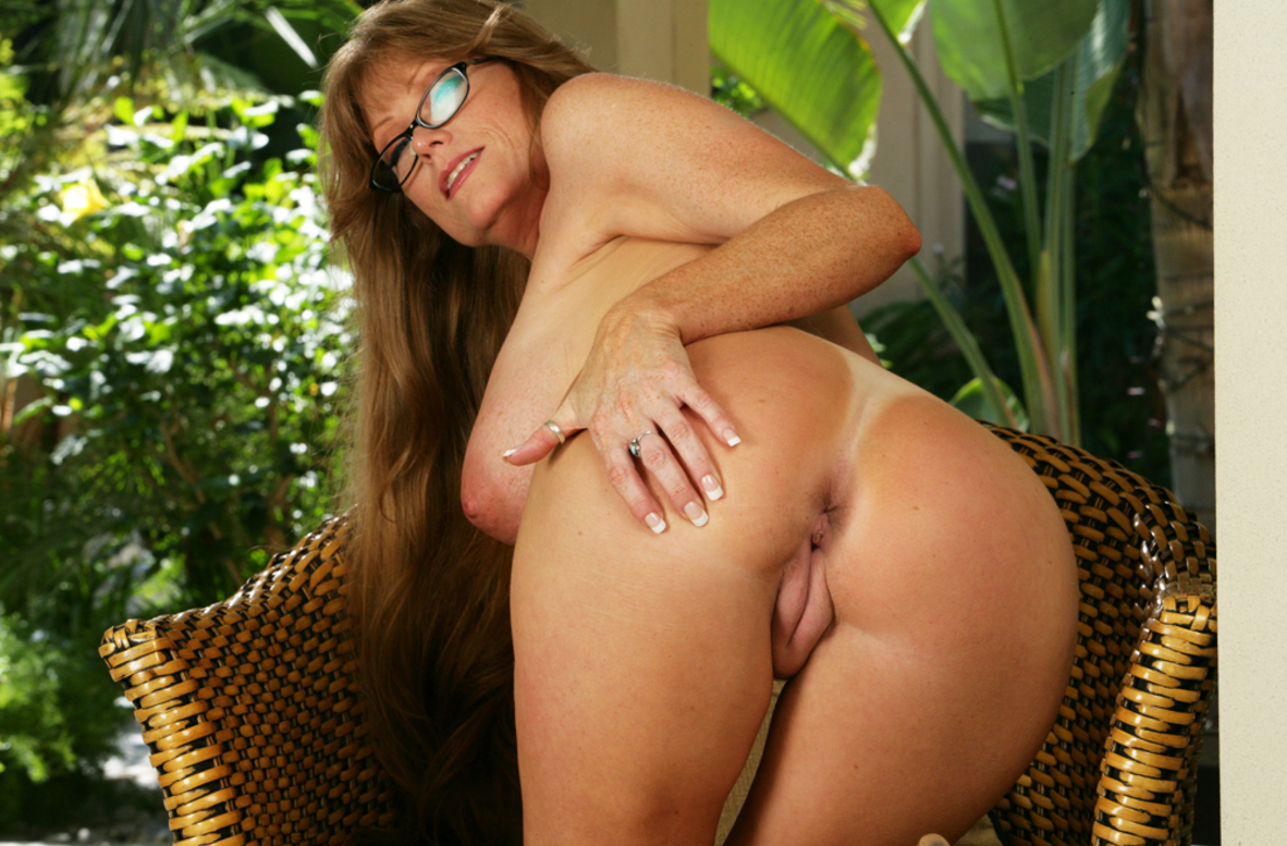 Watch Darla Crane and Bill Bailey video in My Friend's Hot Mom