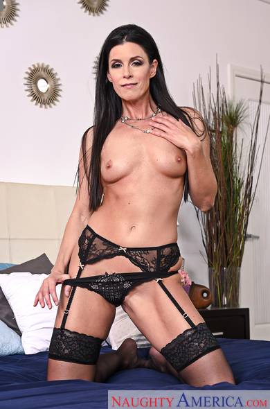 India Summer fucking in the bedroom with her tattoos