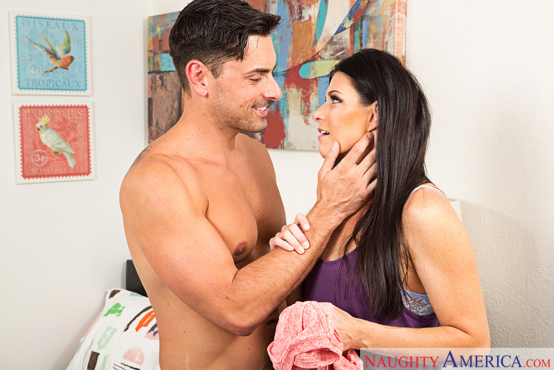 India Summer fucking in the bed with her medium ass - Sex Position 1