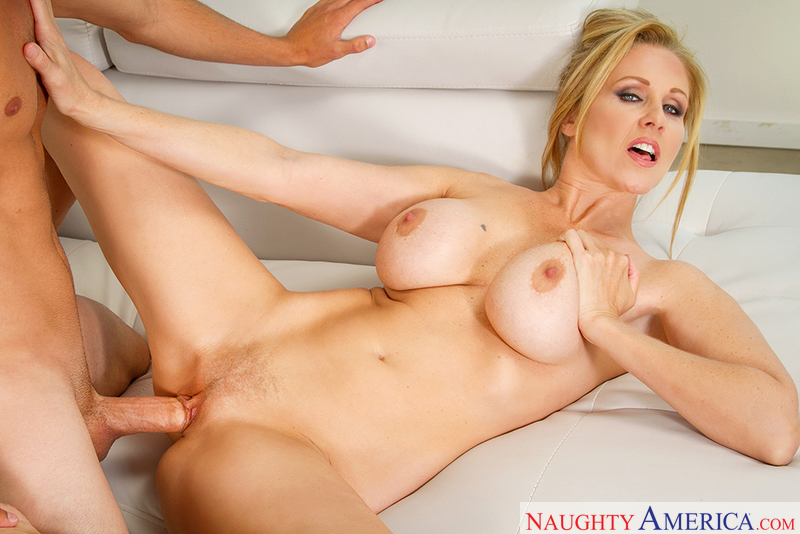 Julia Ann fucking in the living room with her tits - Blowjob