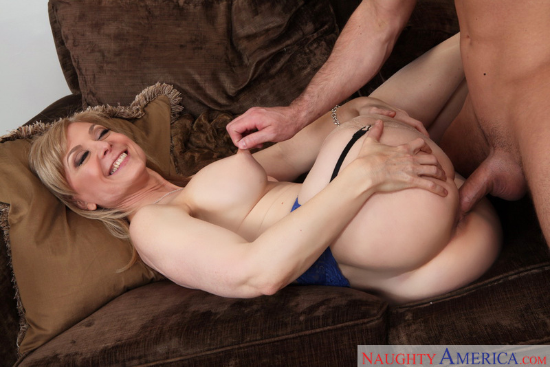 MILF Nina Hartley fucking in the couch with her lingerie - Sex Position 2