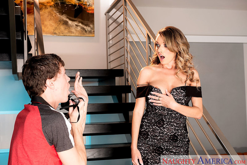 MILF Pristine Edge fucking in the stairs with her petite - Sex Position 2