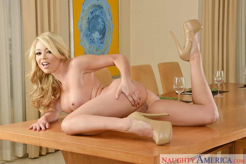 Blonde Mia Lelani fucking in the chair with her petite - Sex Position 1