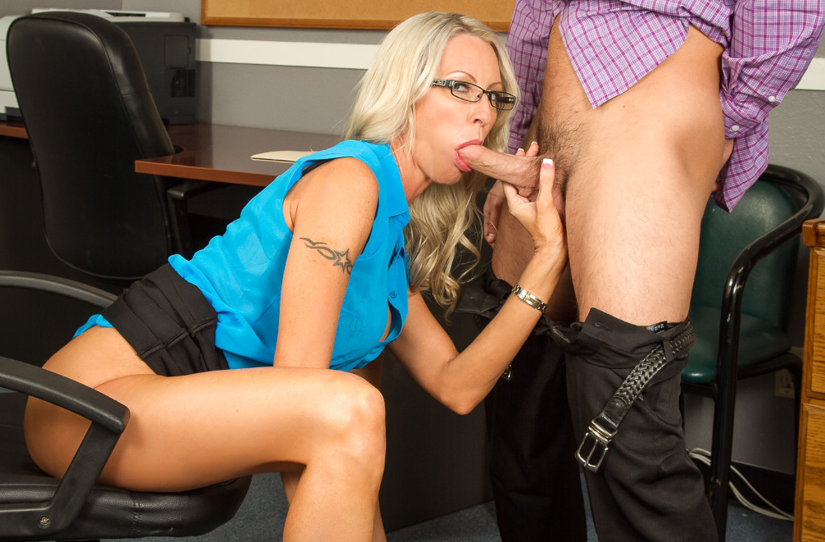 Watch Emma Starr and Seth Gamble 4K video in Naughty Office